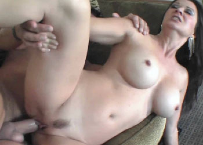 Raquel gets her mature twat stuffed