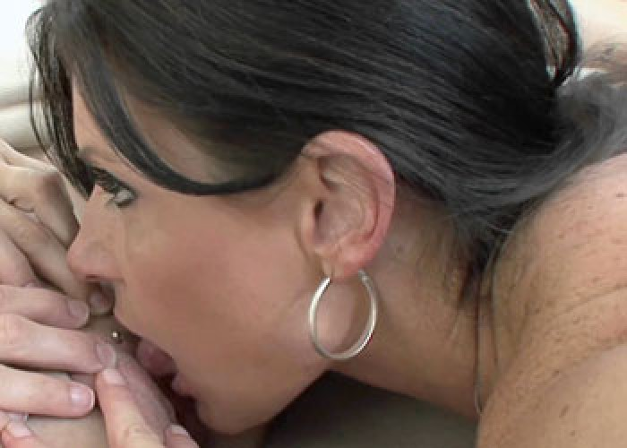 Mature slut India does the delivery girl