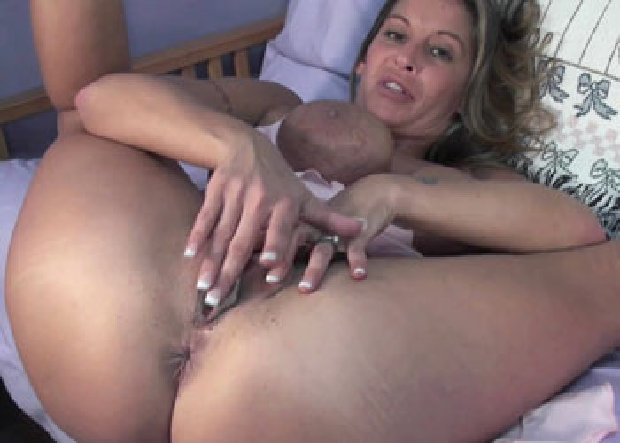 Horny housewife savanna knight is fucking her hot ass 3