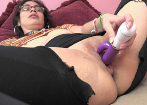 Sunflower rips her pants to fuck a toy